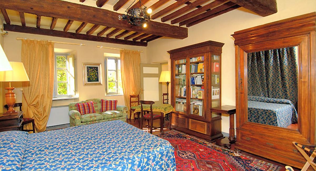 bedroom1-lucca-villa.jpg