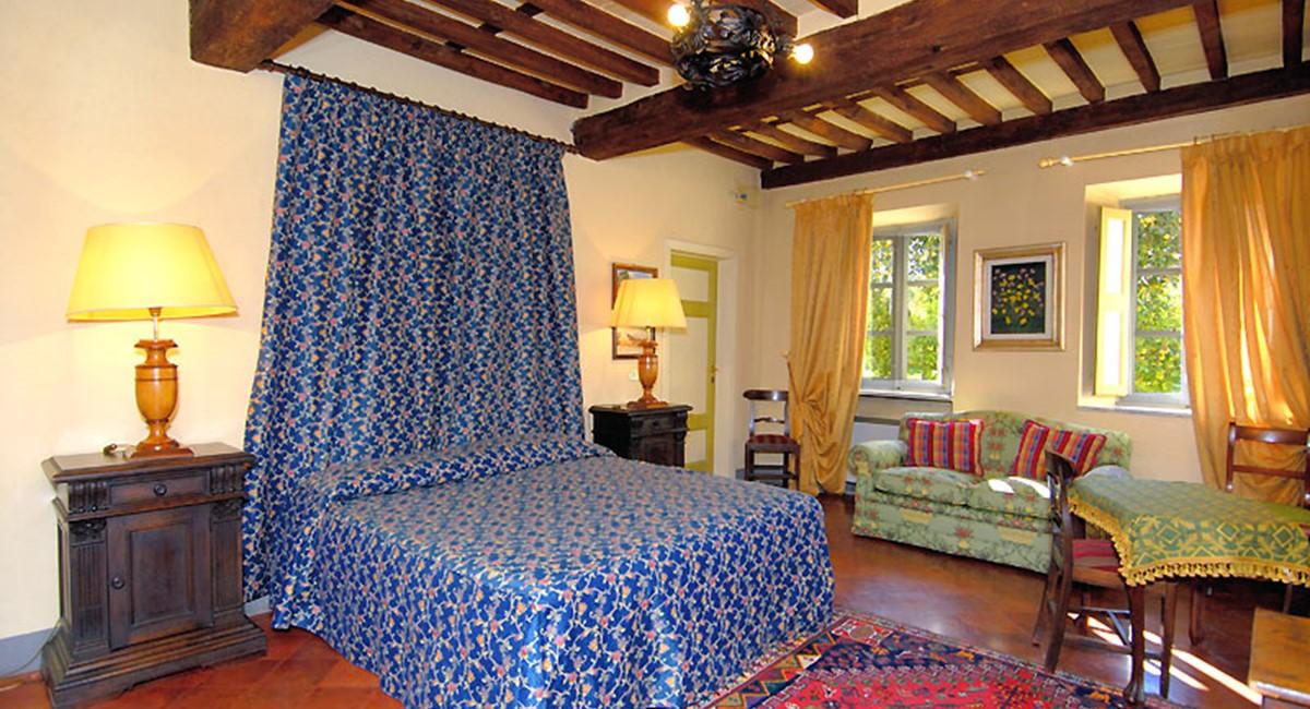 bedroom1.1-lucca-villa.jpg