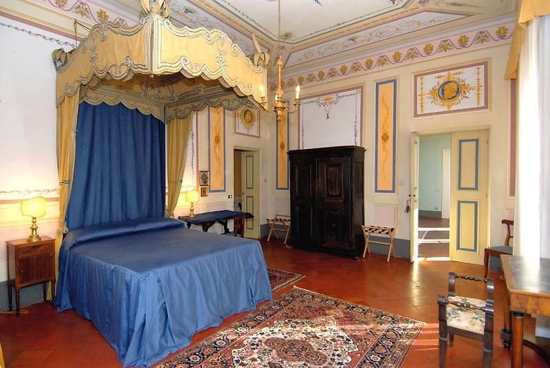 canopy-room-villa-lucca.jpg