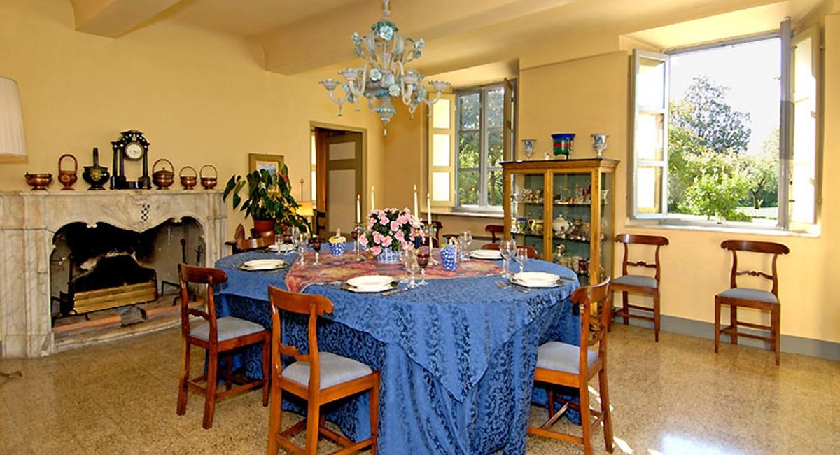 diningroom-villa-lucca.jpg