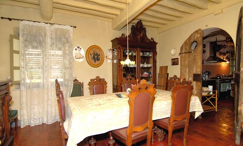 diningroom2-lucca-villa.jpg