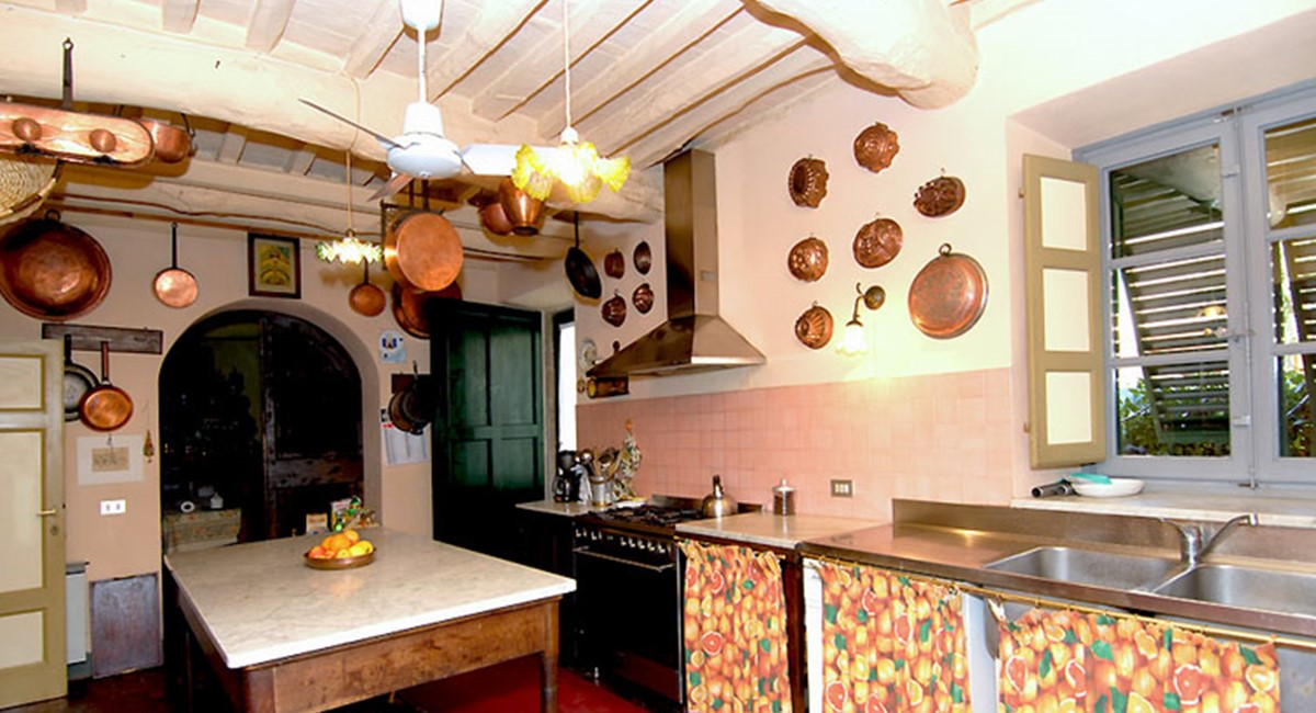kitchen-lucca-villa.jpg