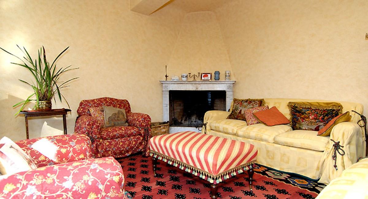 sitting-room-villa-lucca.jpg
