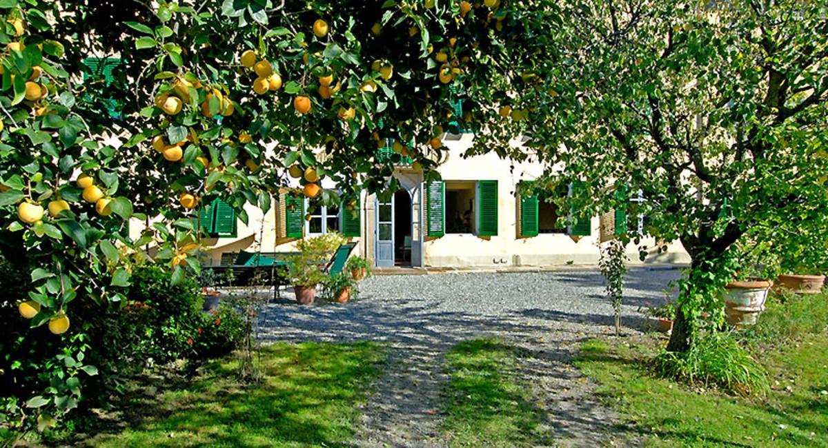 Villa-luisa-Lucca-front.jpg