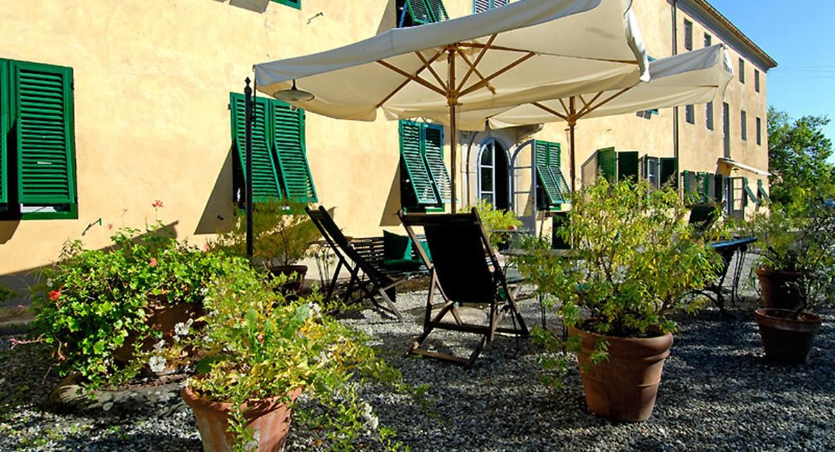 Villa-luisa-lucca-parasol.jpg