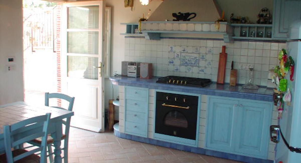 rustic kitchen lucca.jpg
