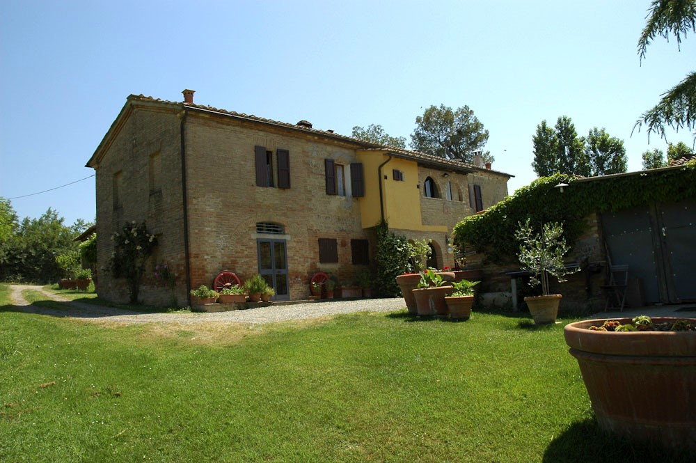 Farmhouse in Siena with swimming pool (12).jpg