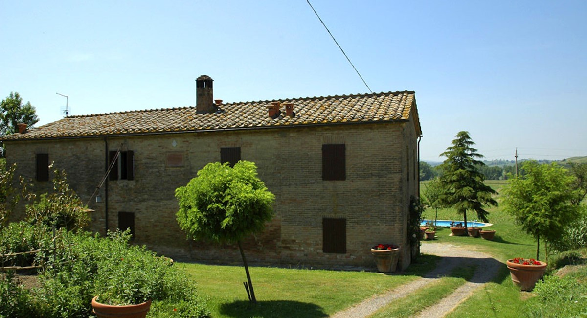 Farmhouse in Siena with swimming pool (13).jpg