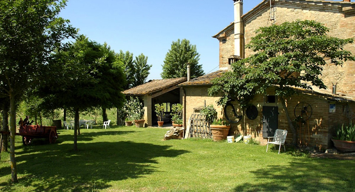 Farmhouse in Siena with swimming pool (15).jpg