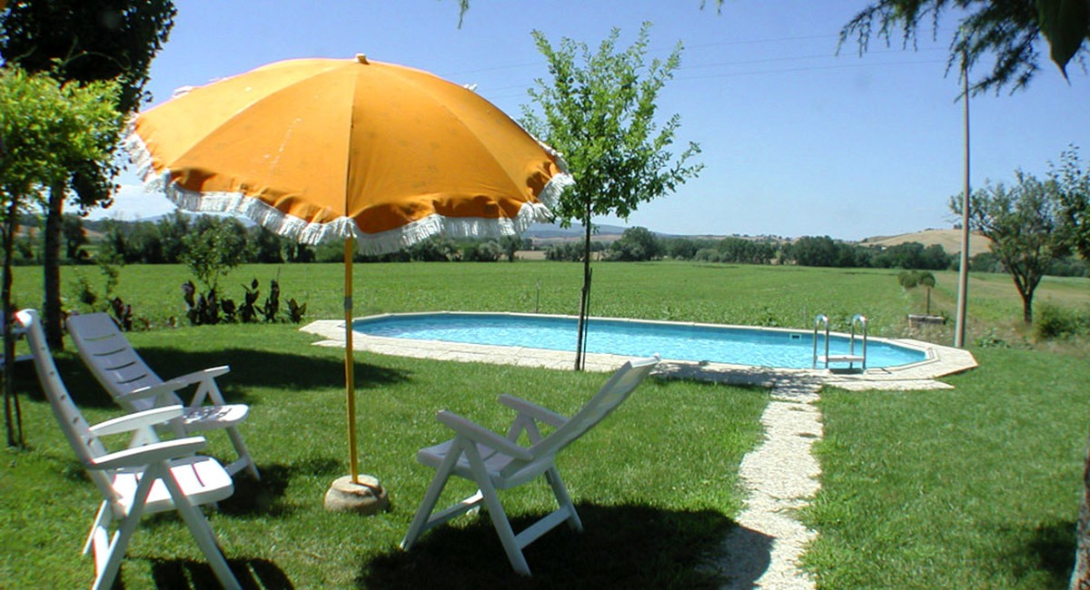 Farmhouse in Siena with swimming pool (2).jpg