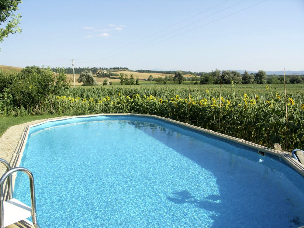 Farmhouse in Siena with swimming pool (3).jpg