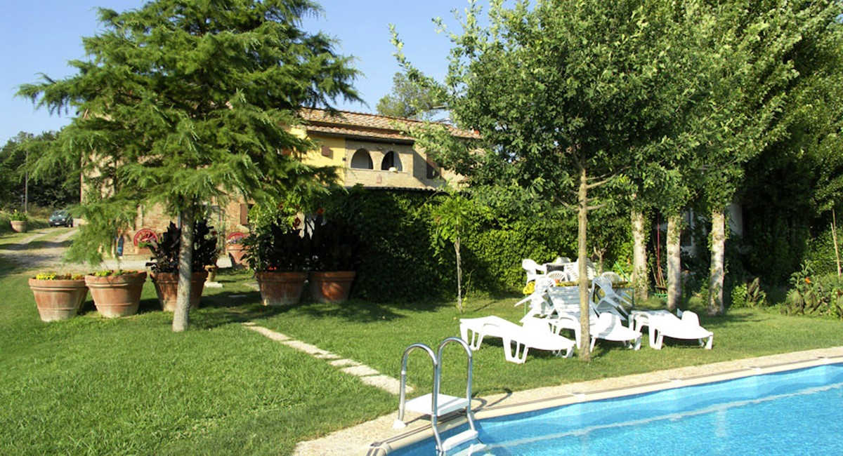 Farmhouse in Siena with swimming pool (5).jpg