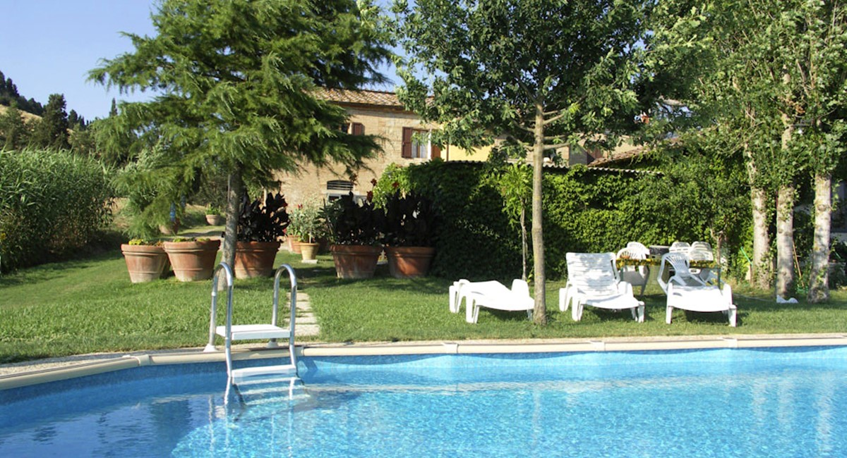 Farmhouse in Siena with swimming pool (6).jpg