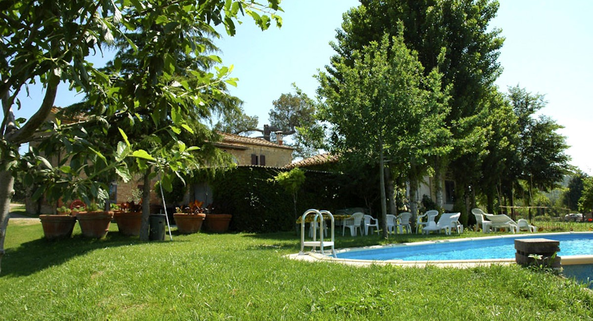 Farmhouse in Siena with swimming pool (8).jpg