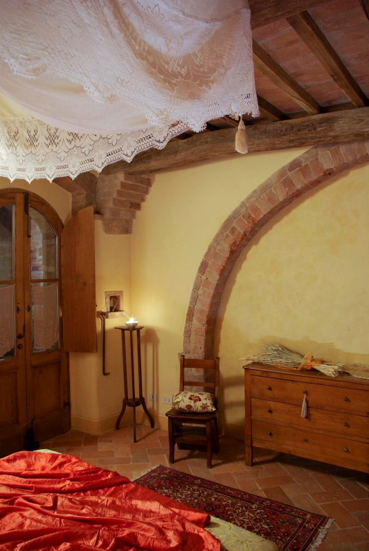 Oak Beam Farm house Siena (1).JPG