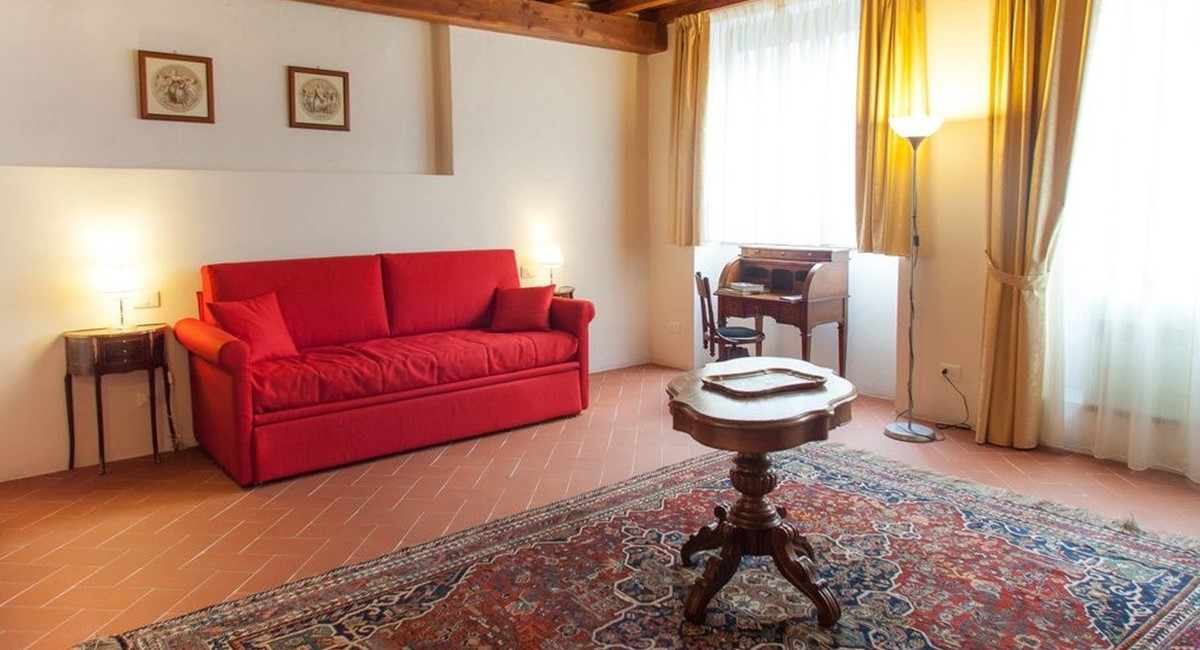 studio apartment in florence for rent (1).jpg
