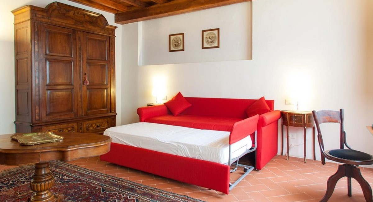 studio apartment in florence for rent (2).jpg