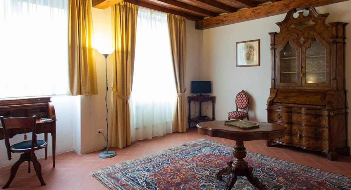 studio apartment in florence for rent (4).jpg