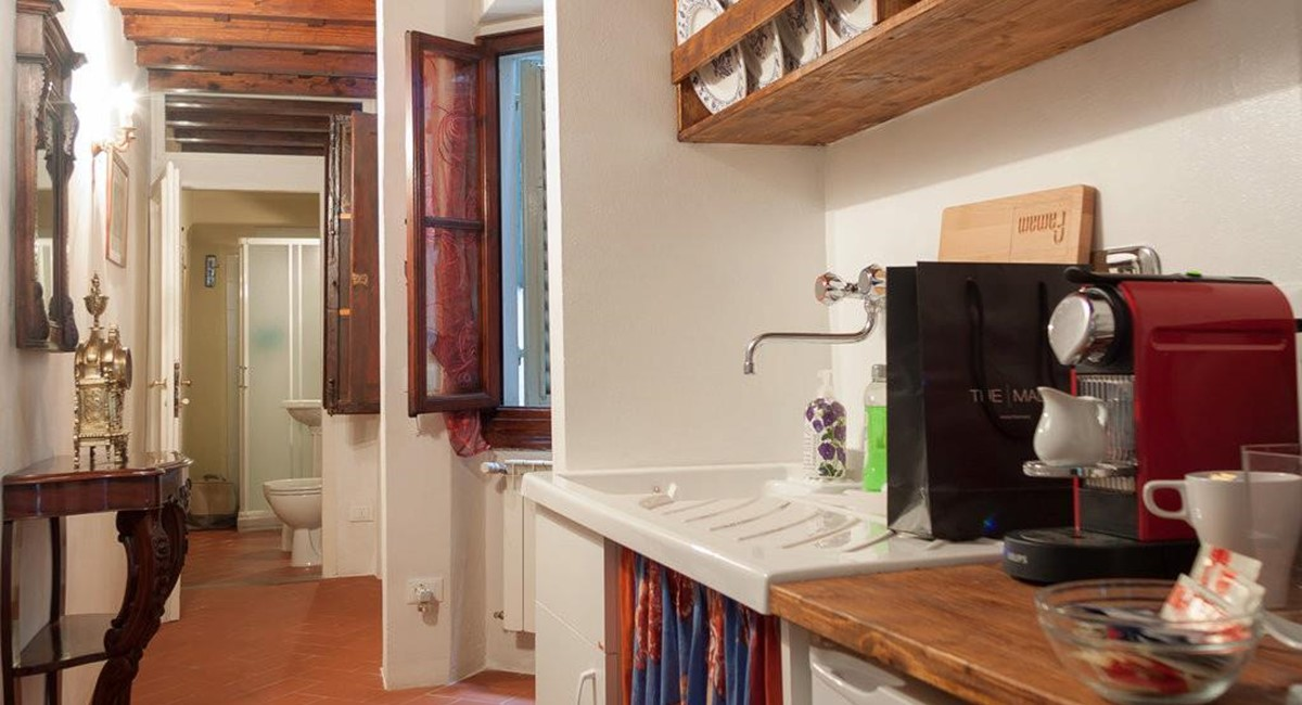 studio apartment in florence for rent (5).jpg