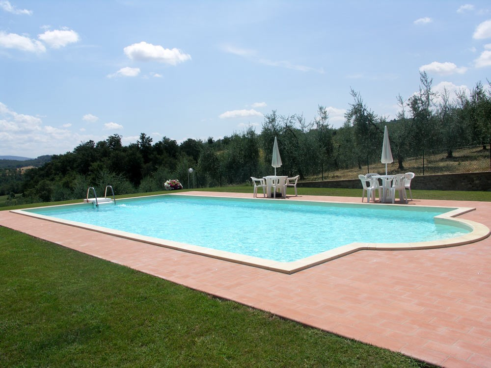 Villa Perugia with fenced swimming pool (1).jpg
