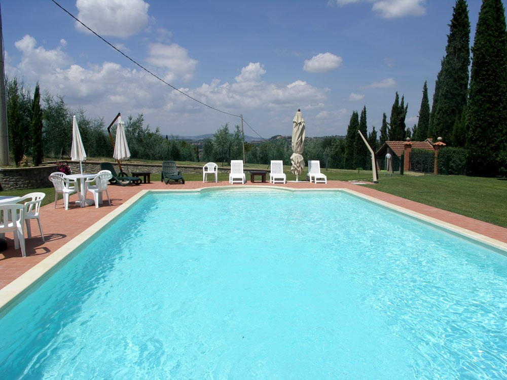 Villa Perugia with fenced swimming pool (4).jpg