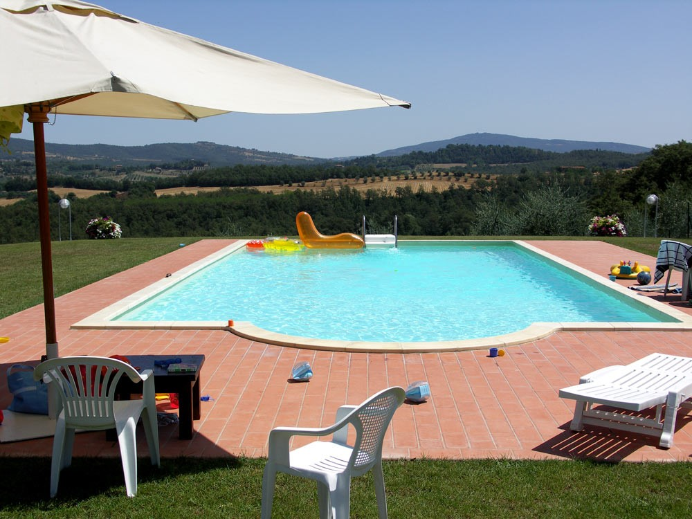 Villa Perugia with fenced swimming pool (9).jpg