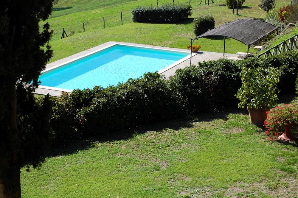 Villa near siena with fenced swimming pool (1).jpg