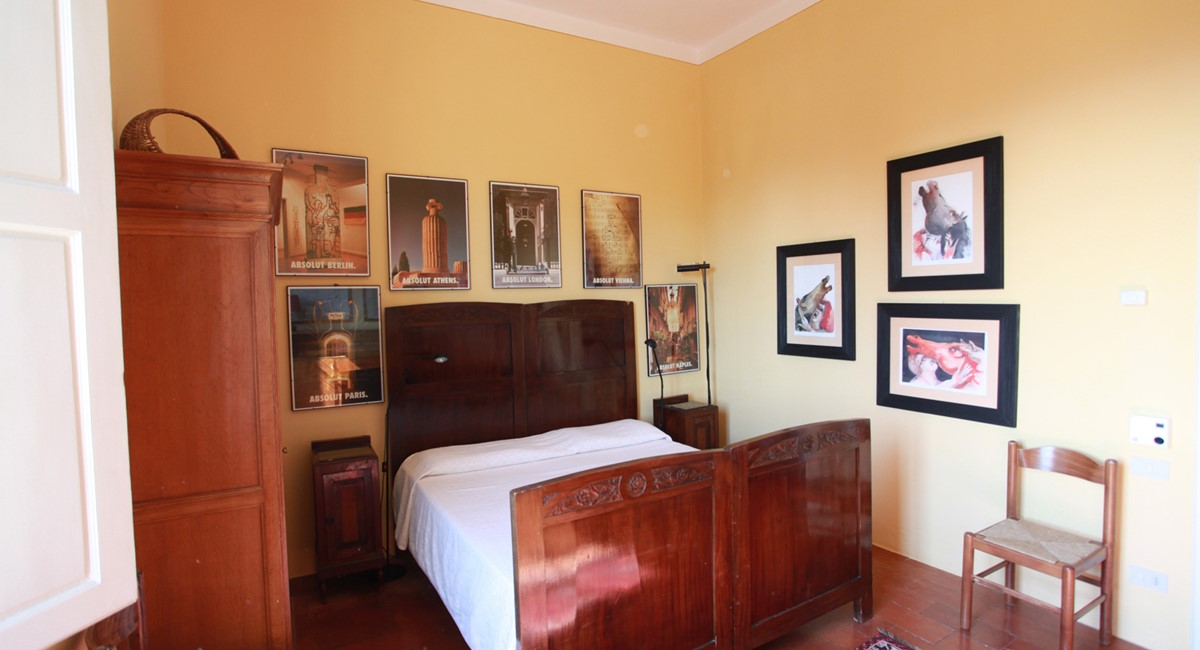 A villa 10 minutes from Florence city centre sleeps 10 people (15).jpg