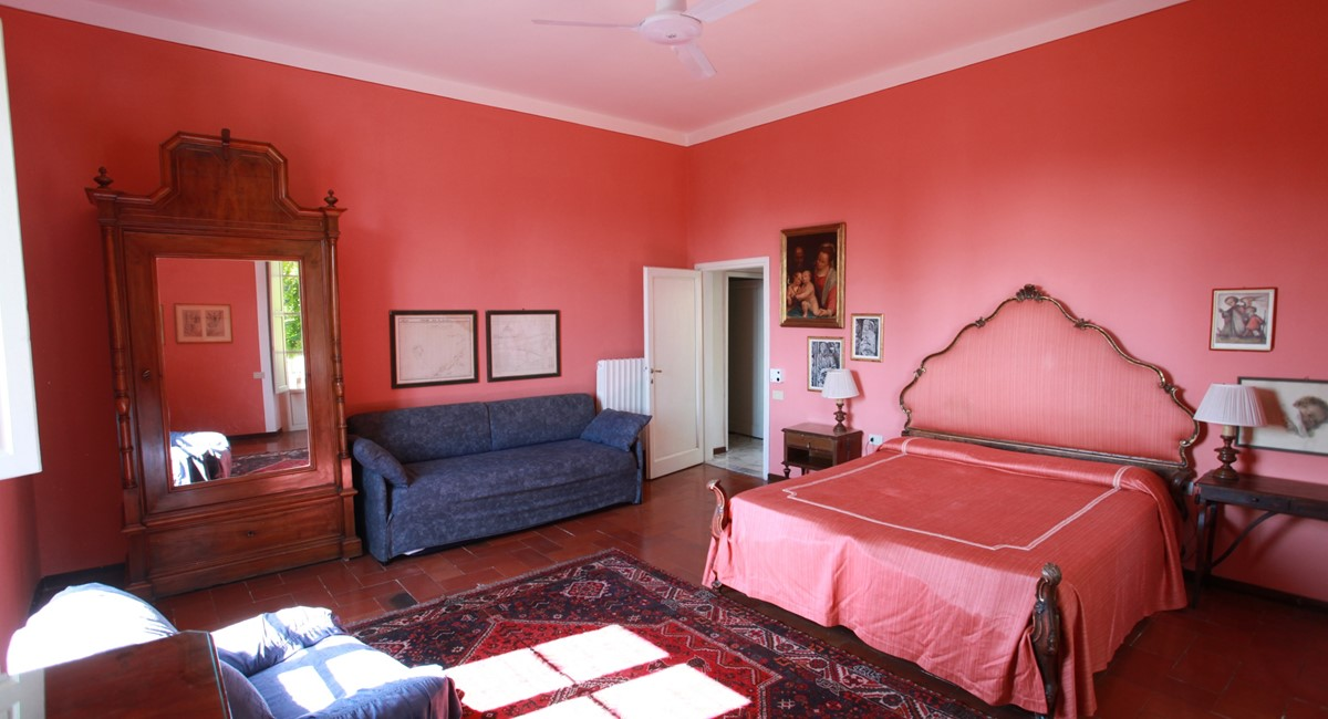 A villa 10 minutes from Florence city centre sleeps 10 people (2).JPG