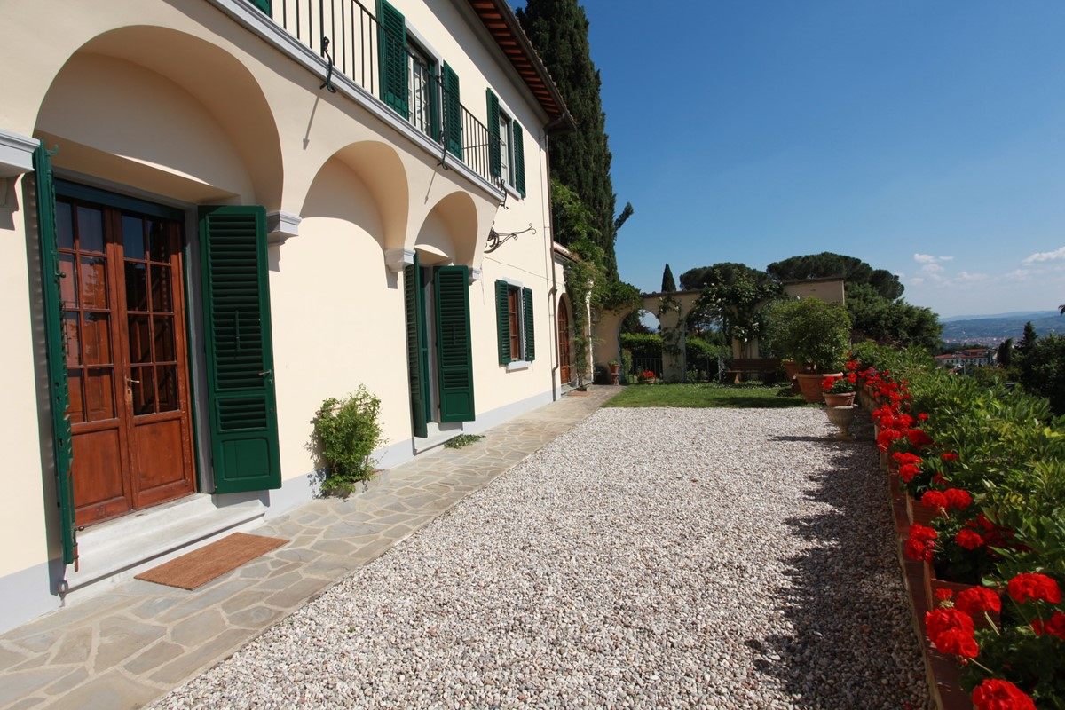 A villa 10 minutes from Florence city centre sleeps 10 people (22).JPG