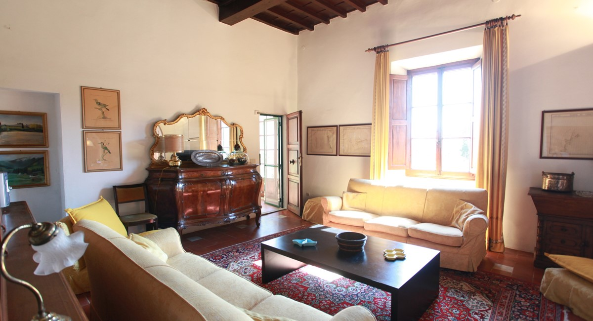 A villa 10 minutes from Florence city centre sleeps 10 people (28).JPG