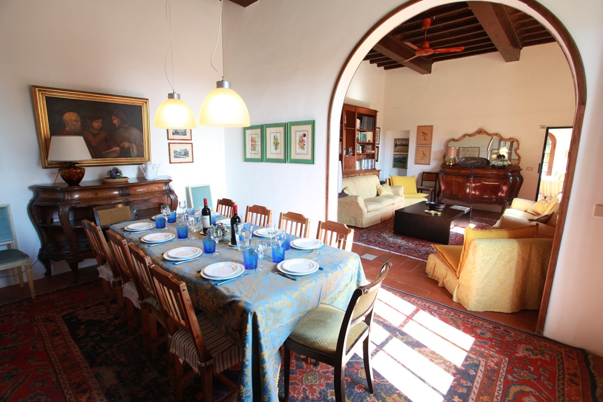 A villa 10 minutes from Florence city centre sleeps 10 people (29).JPG