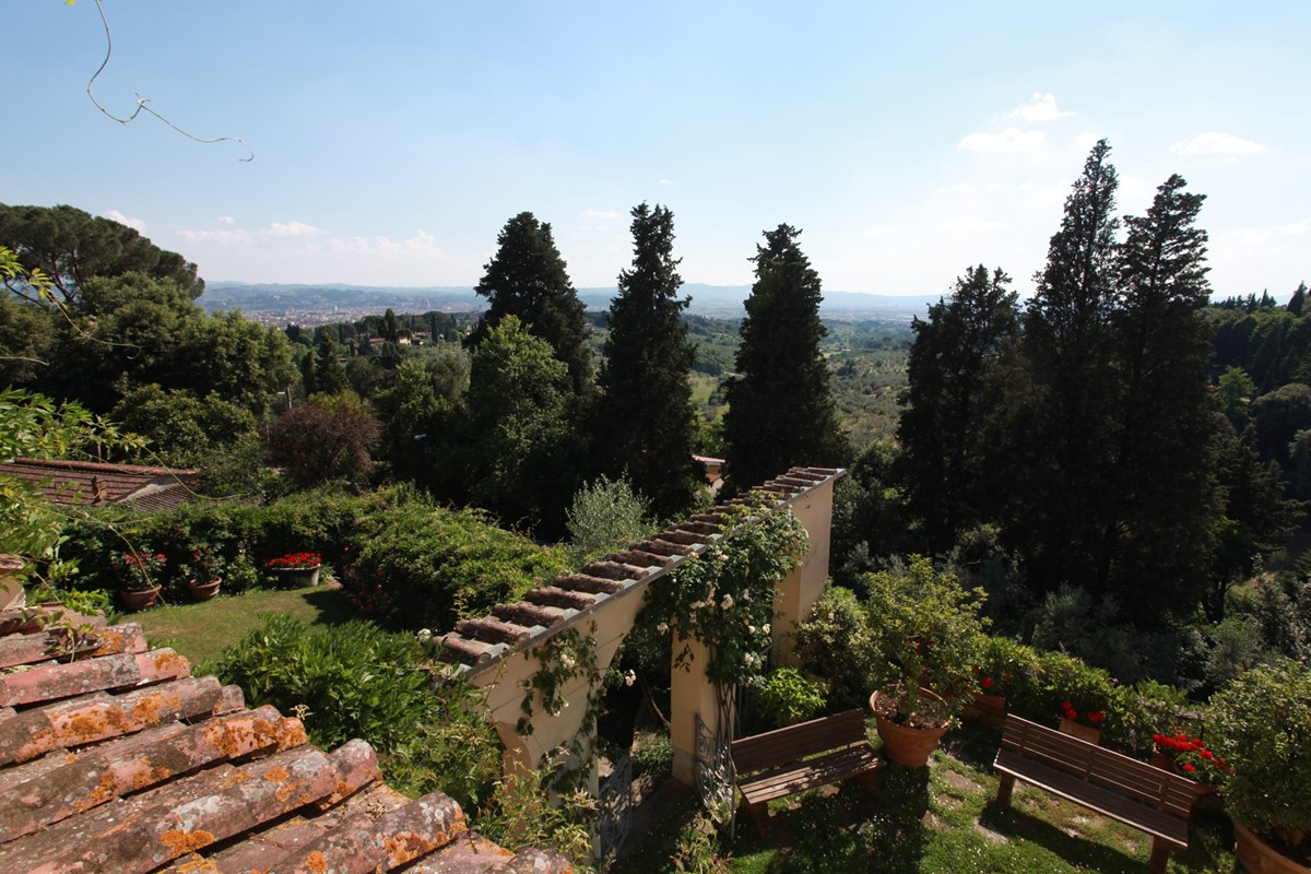 A villa 10 minutes from Florence city centre sleeps 10 people (4).JPG