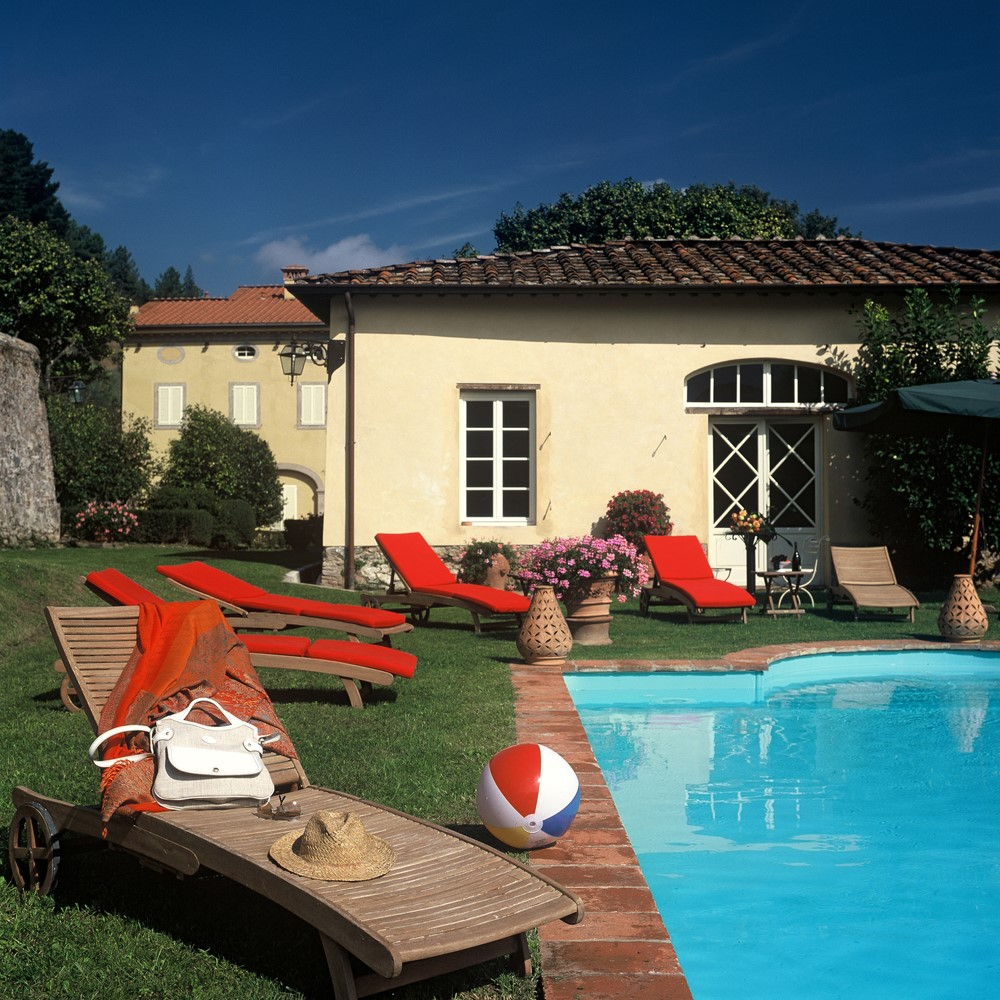 Tuscany villas with Tennis court and swimming pool01 (2).jpg