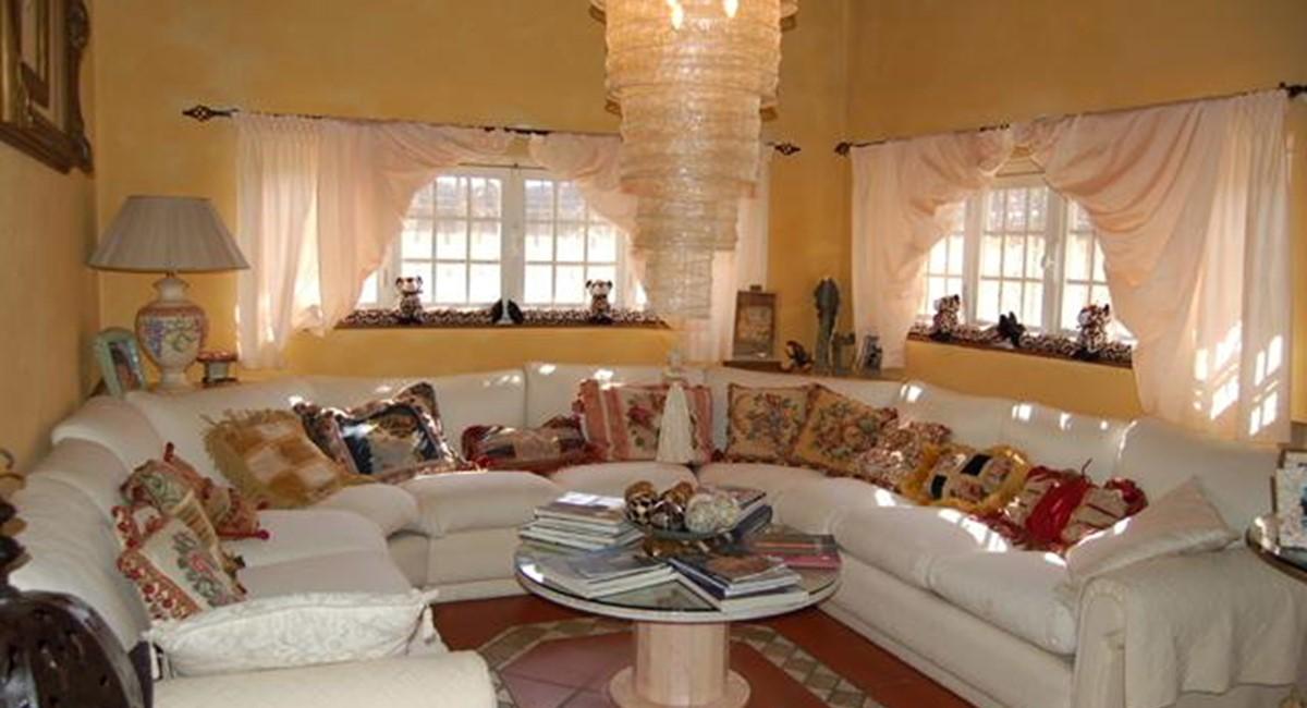 air conditioned villa viareggio versillia wifi pool. Black Bedroom Furniture Sets. Home Design Ideas