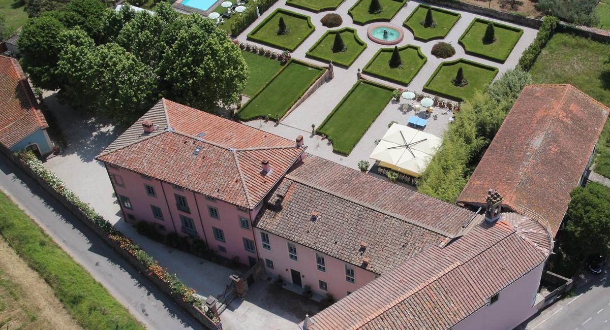 Luxury Villa Camaoire Lucca Italy 11