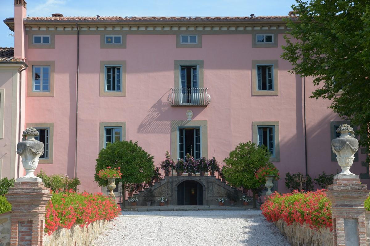 Luxury Villa Camaoire Lucca Italy 3