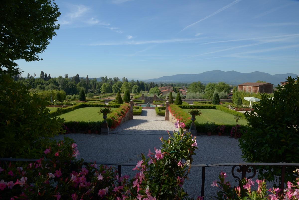 Luxury Villa Camaoire Lucca Italy 7